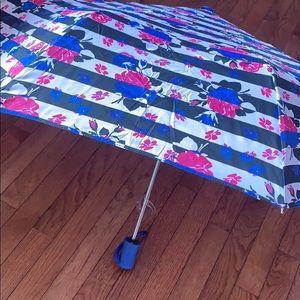 Betsey Johnson auto open umbrella